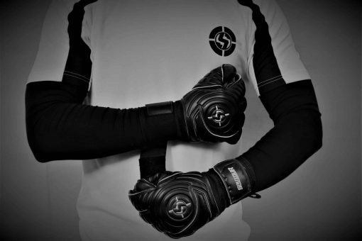 SAVIOUR GK CLASSIC BLACK FLAT PALM JUNIOR GOALKEEPER GLOVES